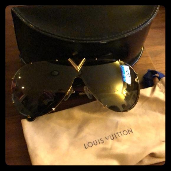875de34421d31 Louis Vuitton Accessories - Louis Vuitton LV Drive women s sunglasses